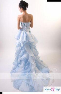 Piękna błękitno biała