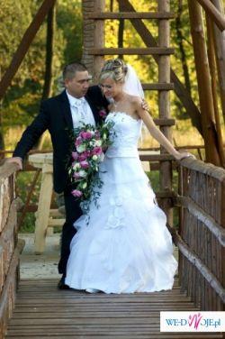 Piękna, buiała suknia ślubna z kryształkami r.36