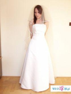Piękna, delikatna suknia,kolor ecru. Do kompletu rękawki i welon