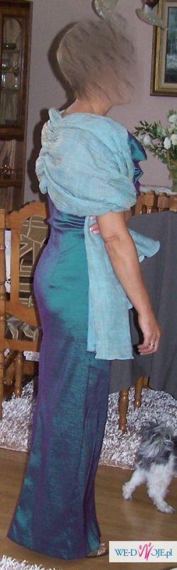 Piękna, długa suknia wieczorowa