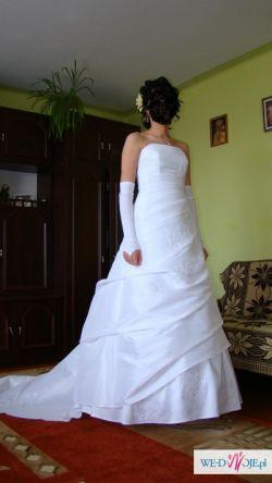 piękna elegancka bardzo wygodna suknia ślubna