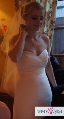 Piękna, elegancka, prosta suknia ślubna