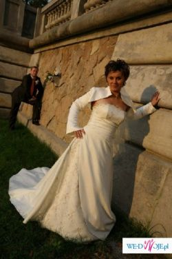 Piekna elegancka suknia slubna z długim trenem!