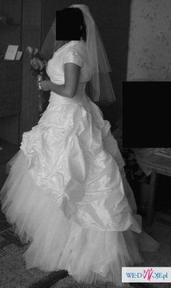 Piękna i bogata suknia w stylu Princessa