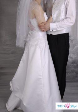 Piękna i elegancka suknia