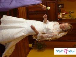 Piękna i i orginalna suknia ślubna