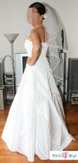 Piękna klasyczna suknia ślubna