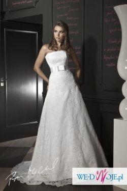 Piękna koronkow suknia ślubna