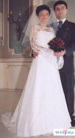 Piękna koronkowa suknia Cymbeline