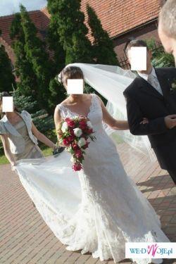 Piękna koronkowa suknia ślubna Sala La Spoa
