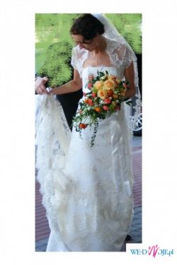 Piękna, koronkowa suknia z salonu Agora w kolorze ecru