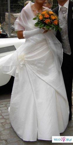 Piękna, smukła  suknia ślubna
