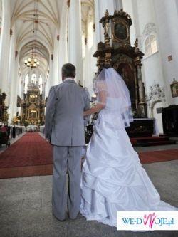 piękna śnieżnobiała włoska suknia ślubna
