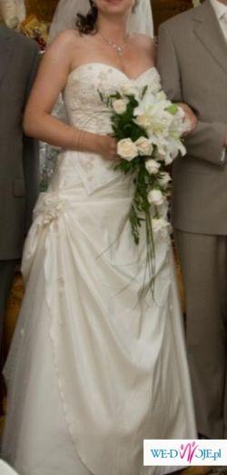Piękna suknia acru
