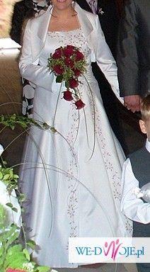 Piękna suknia biała z aplikacjami bordowymi