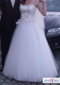 piekna suknia (doskonale kryjaca wypukły brzuszek:))
