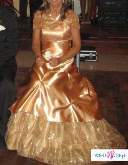 Piękna suknia idealna na kameralną uroczystość