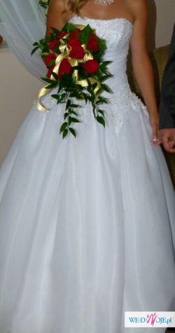 Piękna suknia jak z bajki
