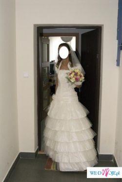 Piękna suknia na szczupłą i wysoką
