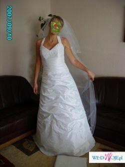 Piękna suknia na wysoką