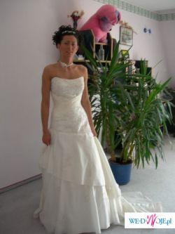 Piękna suknia - na żywo jest jeszcze piękniejsza skromna a zarazem ozdobna