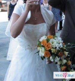 Piękna suknia ślubna 2010 z dodatkami