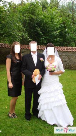 Piękna suknia ślubna  – hiszpański styl