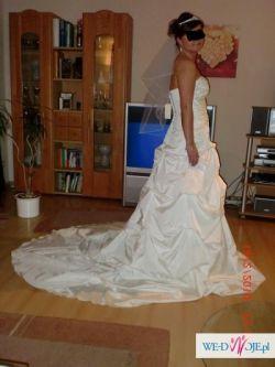 Piękna suknia ślubna dla wyjątkowej kobiety