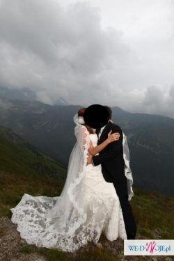 Piękna suknia ślubna dla wysokiej Panny Młodej