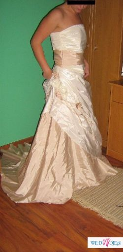 Piękna suknia ślubna, ecru.