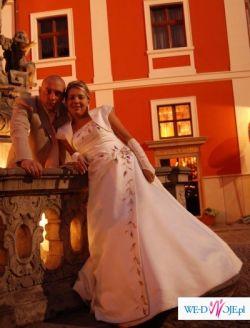 Piękna suknia ślubna firmy AGORA.WARTO ZOBACZYĆ