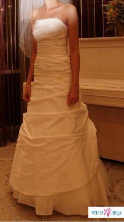 Piękna suknia ślubna na szczupłą i wysoką osobę