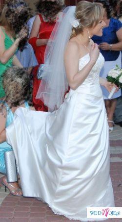 Piękna suknia ślubna na wyjątkową Pannę Młodą