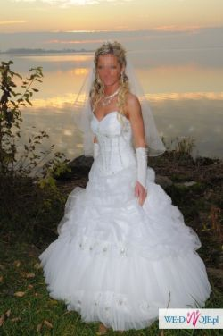 Piękna suknia ślubna plus bolerko