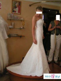 Piękna suknia ślubna 'rybka' z trenem