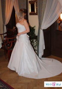Piękna suknia ślubna w idealnym stanie