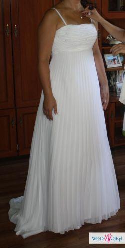 Piękna suknia ślubna w stylu empire z kolekcji Elizabeth Passion