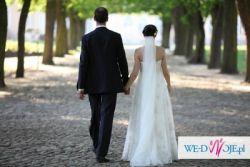 Piękna suknia ślubna z delikatną koronką