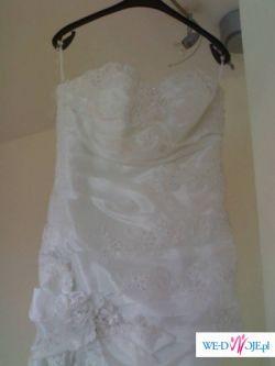piekna suknia slubna z dodatkami