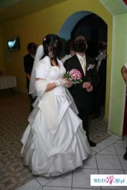 piękna suknia ślubna z kamieniami SVAROWSKIEGO