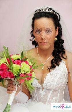 Piękna suknia ślubna z kamieniami Swarovski 36-38 Z małym trenem. Wyszczupla!