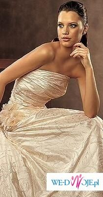 Piękna suknia ślubna z kolekcji PRONOVIAS