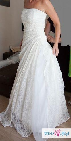Piękna suknia ślubna z koronki