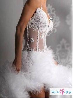 Piękna suknia ślubna z rozcięciem dla odważnej Panny Młodej