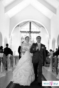 Piękna suknia ślubna z salonu beauty