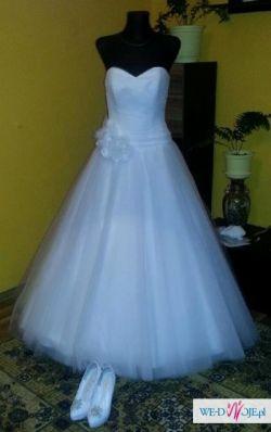 Piękna suknia ślubna z tiulu