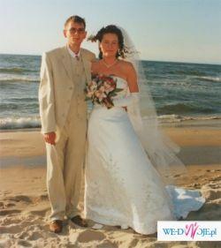 Piękna suknia ślubna z trenem - kolekcja Mori Lee