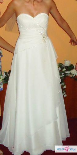 Piękna suknia typu Empire z dodatkami