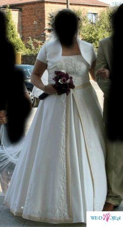 piękna suknia w kolorze ecru