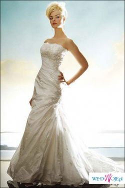 Piekna suknia w kolorze zimniej bieli